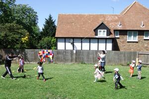 全日幼稚園 1日の流れ フィンチリー 戸外遊び