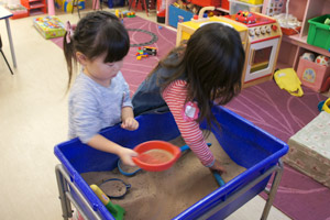 ナーサリー 1日の流れ フィンチリー&アクトン 砂場遊び